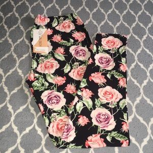 New Honey & Lace | Piphany Curvy Leggings Roses